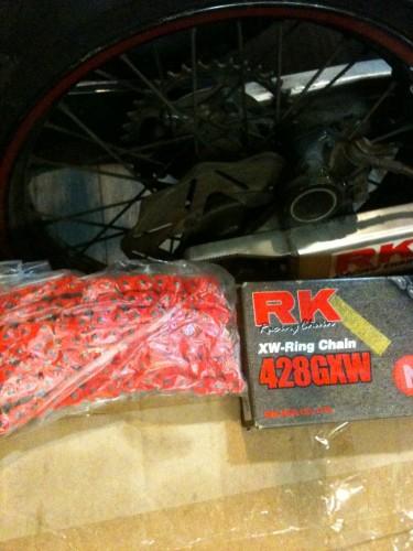 紅色霓虹XW型頂級油封強化鍊條 NR428GXWx132L  Webike摩托百貨