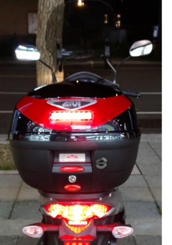 GIVI E260N901 後箱 (烤漆黑)附燈