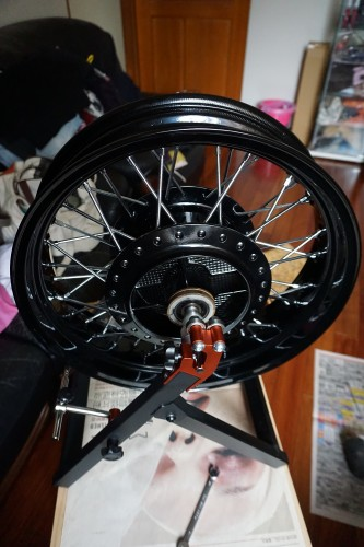 Webike Garage 輪框校正台